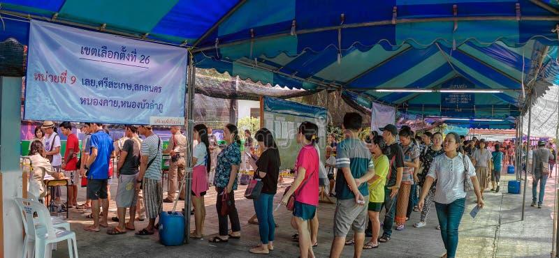曼谷,泰国- 3月17:泰国的公民从Loei、四色菊、Sakon Nakhorn,Nongkhai和Nongbualamphu省的联盟 免版税图库摄影
