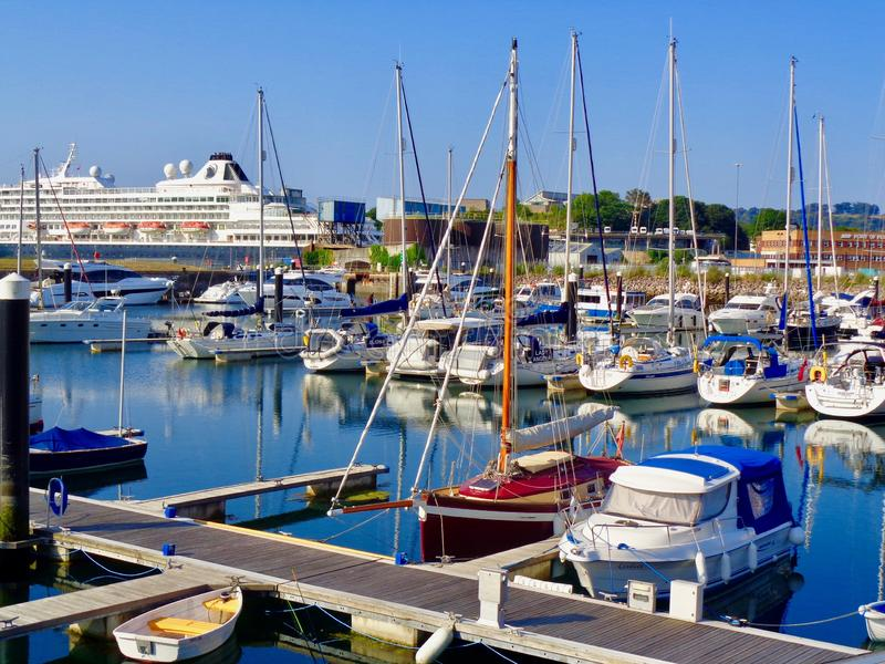 普利茅斯,有风船的英国港口 库存图片