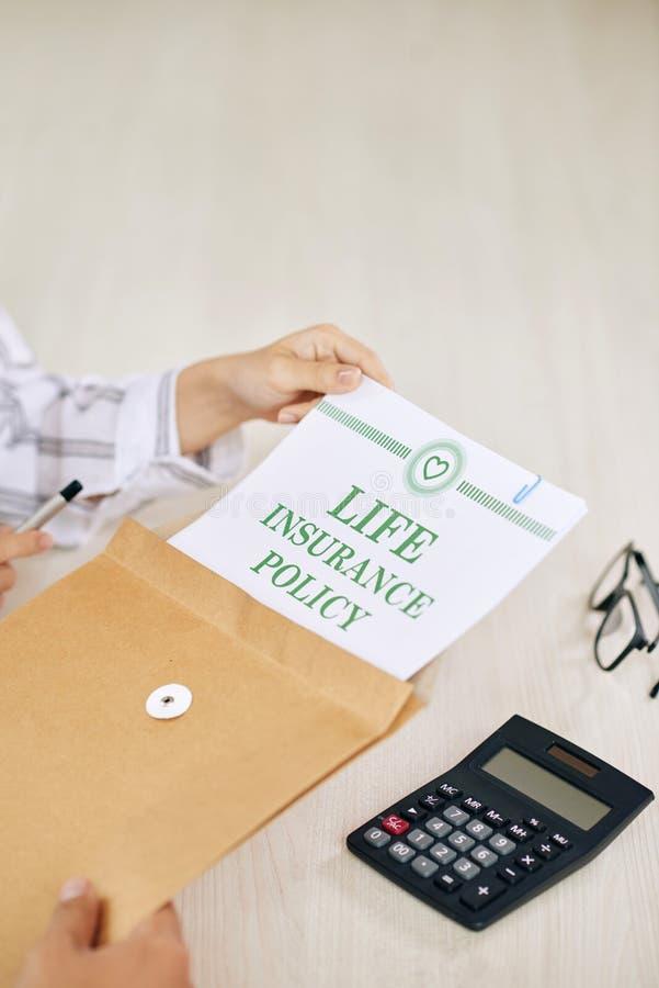 播种有生命保险政策的人 免版税库存图片