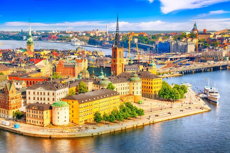斯德哥尔摩老镇从政府大厦Stadshuset的Gamla斯坦美好的鸟瞰图  美好的夏天好日子在斯德哥尔摩, 免版税库存图片