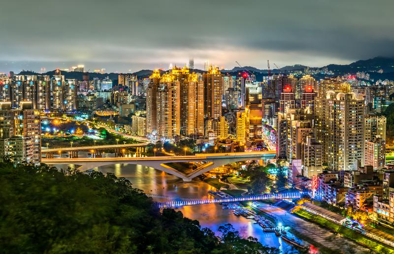 新北市夜视图碧潭的,台湾 免版税库存图片