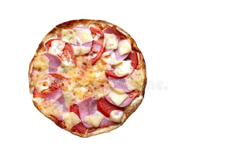 新回合酥脆比萨用稀薄的面团用火腿和乳酪 库存图片