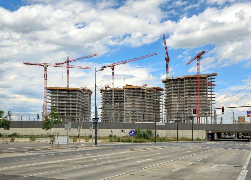 新的住宅发展的工地工作 奥地利维也纳 免版税库存照片