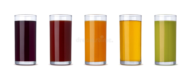 新鲜蔬菜和果汁在白色背景隔绝的玻璃与裁减路线 免版税图库摄影