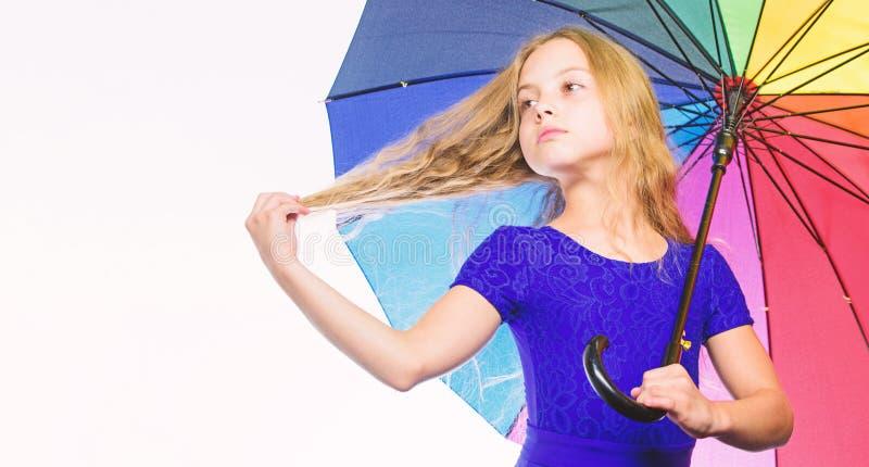 方式改进您的在秋天的心情 方式照亮您的秋天心情 快乐的心情的五颜六色的辅助部件 女孩孩子 免版税库存图片