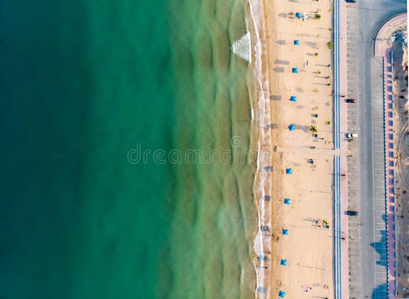 火鸟海滩在哈伊马角,阿拉伯联合酋长国鸟瞰图 库存照片