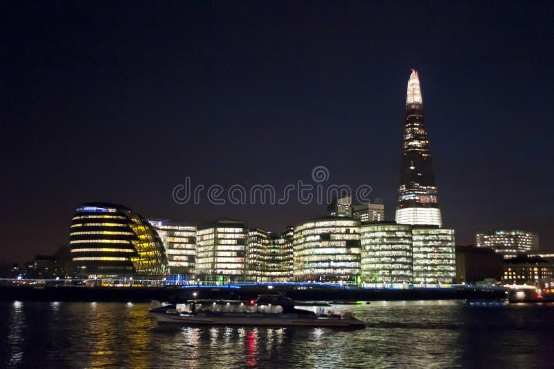 碎片政府大厦在晚上,伦敦,英国 免版税库存照片
