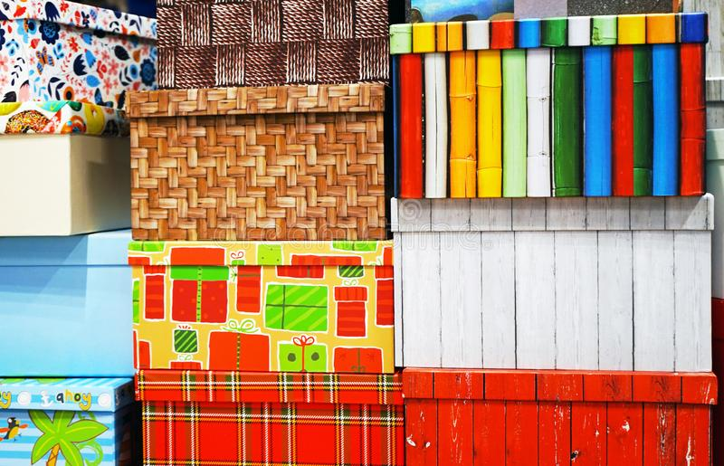 礼物盒不同的颜色和大小 库存图片