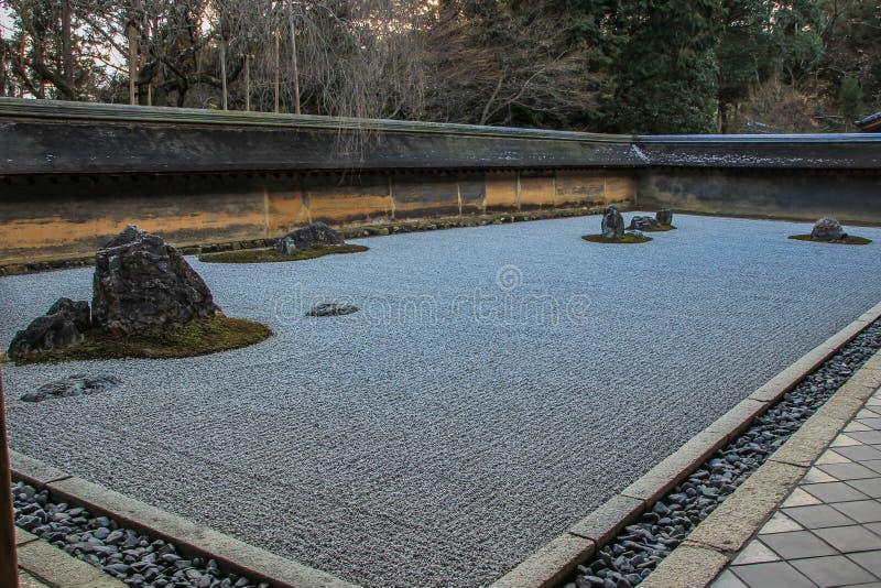 禅宗庭院石头  古老京都的观光的和历史的纪念碑 库存图片