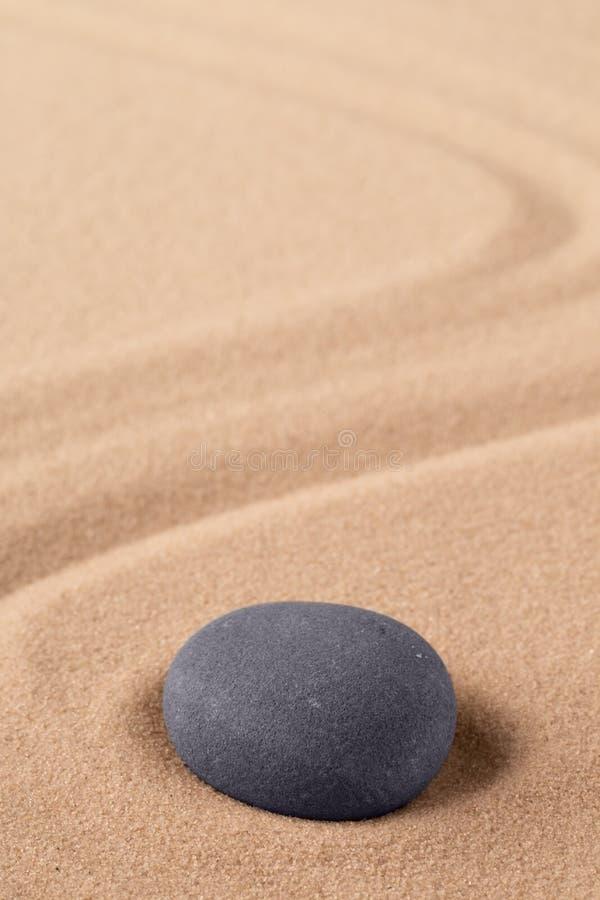 禅宗聚焦和集中的凝思石头为被放弃的心境的安宁 图库摄影
