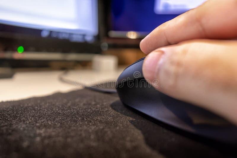移交在老鼠爪的计算机老鼠 库存图片