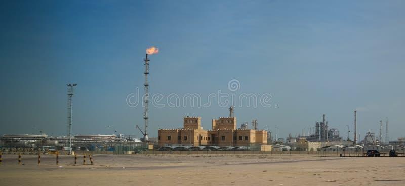 科威特城的炼油厂在天空下,科威特 免版税图库摄影