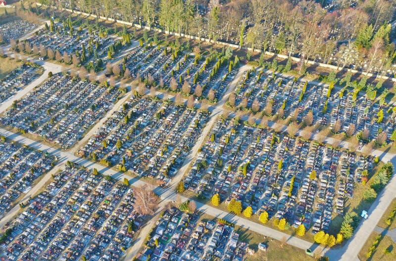 科沙林,波兰- 2019年3月01日-在大基督徒坟园的鸟瞰图在科沙林市 图库摄影
