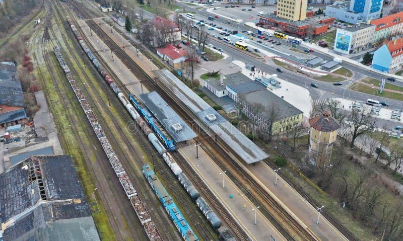 科沙林,波兰- 2019年3月12日-在城市科沙林,Armii Krajowej街道区域的鸟瞰图有PKP火车站的 免版税库存照片