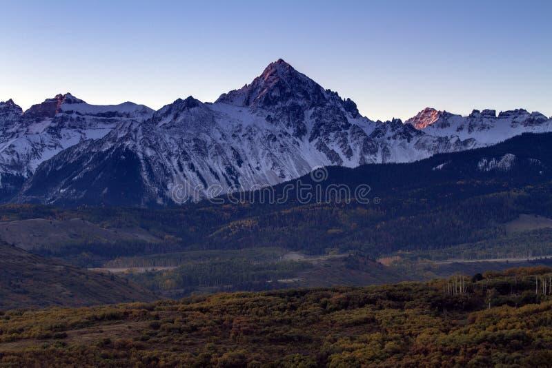 秋天日出在科罗拉多圣胡安山  免版税库存图片