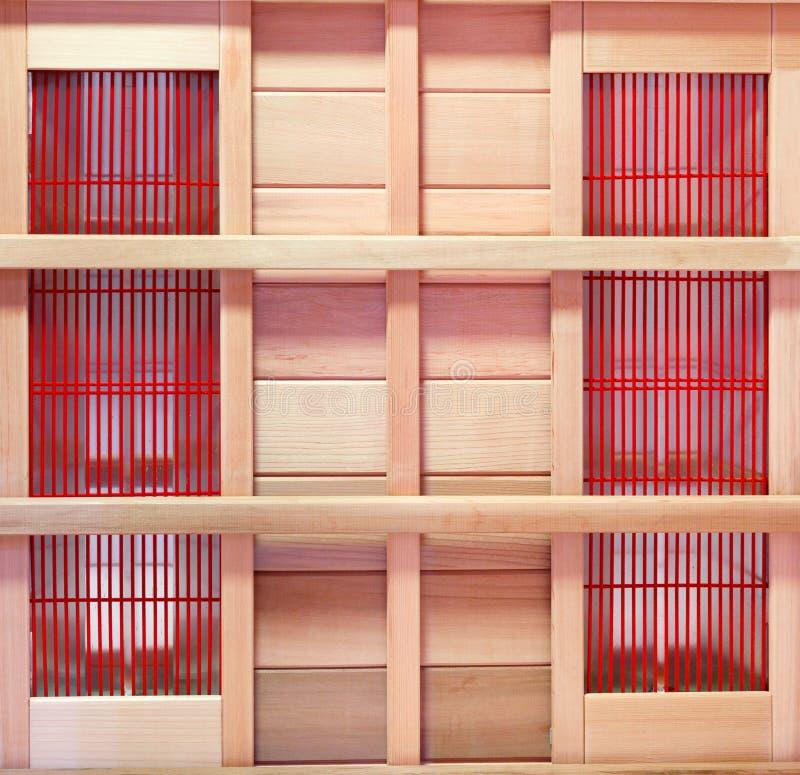 空的经典木蒸汽浴内部,红外盘区 库存图片