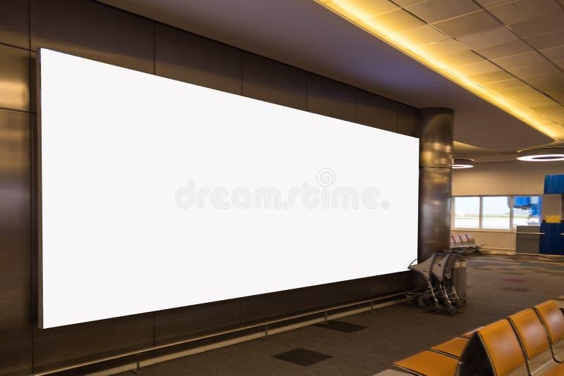 空白广告牌白色广告白色截去的机场 免版税库存照片