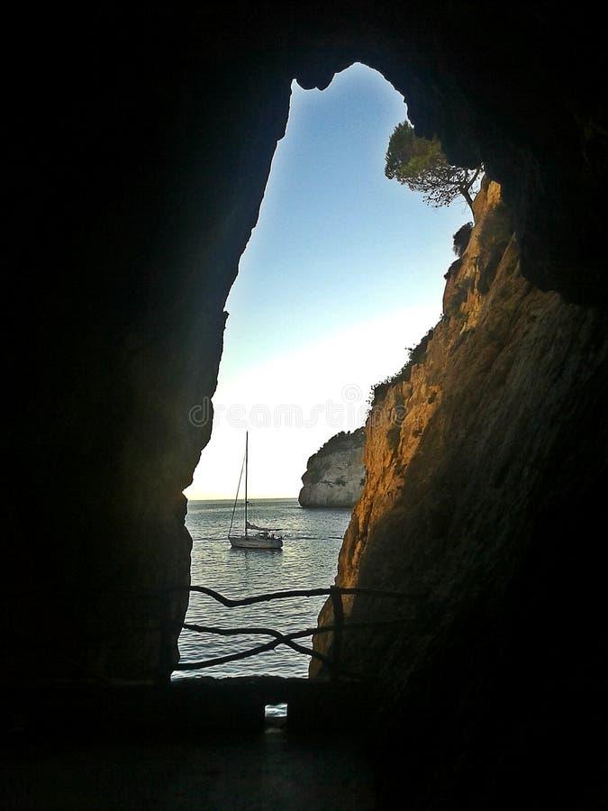 窗口向海,卡拉市Galdana 库存图片