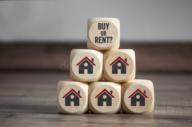 立方体切成小方块与购买或租和房子象 图库摄影