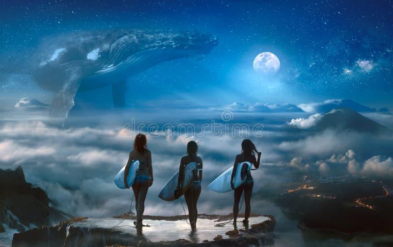 站立在云彩上的冲浪者女孩观看幻想梦想 免版税库存照片