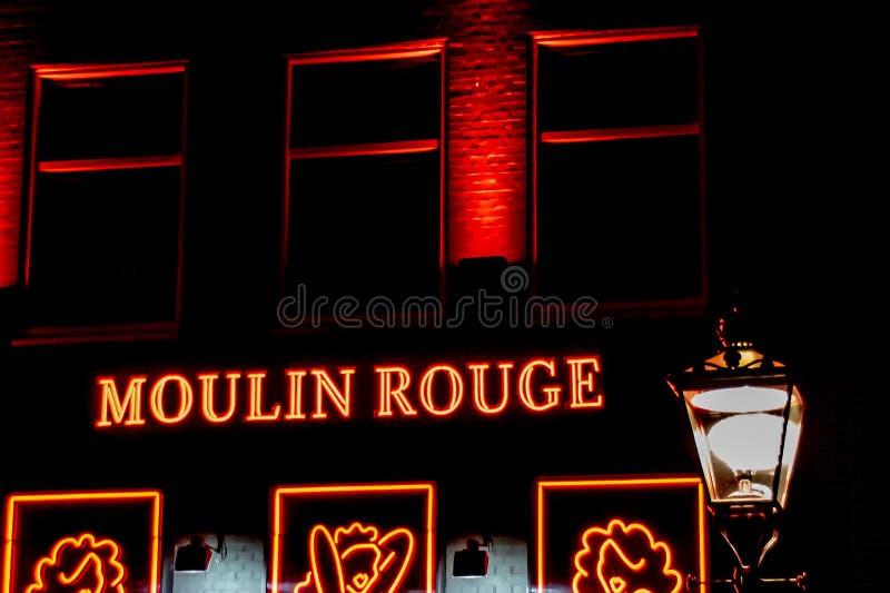 红磨坊的霓虹灯广告在阿姆斯特丹,荷兰 库存照片