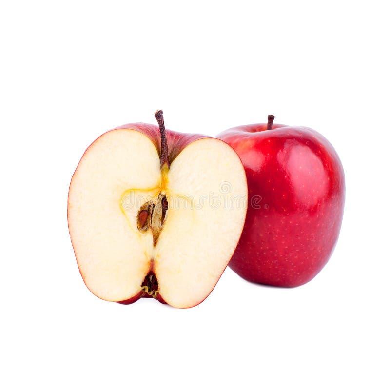 红色发光的苹果整个苹果和切成两半在白色背景 库存图片
