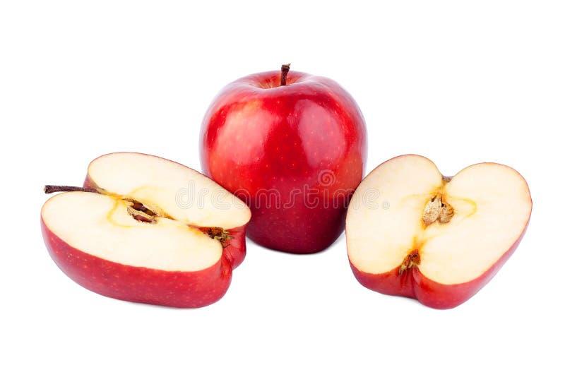 红色发光的苹果整个苹果和裁减在一半在白色背景 免版税库存图片