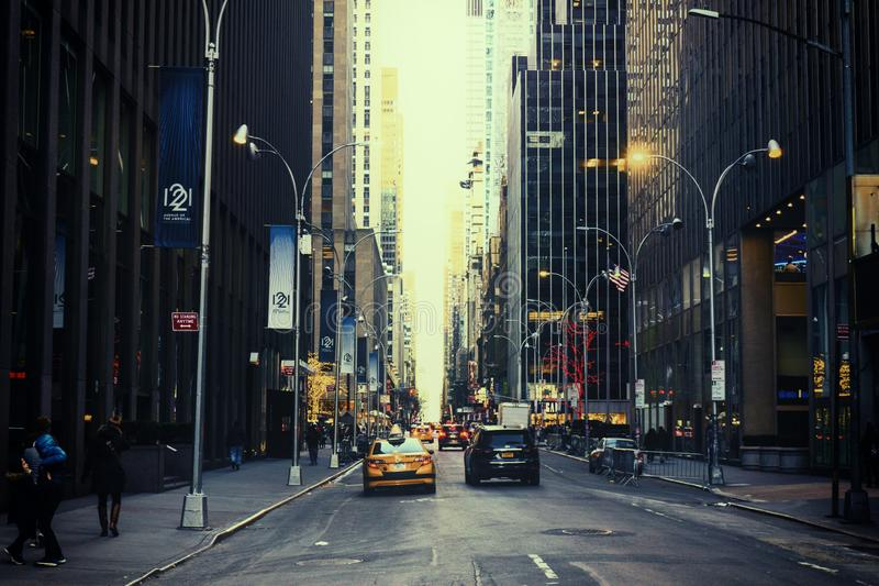 纽约,美国- 2018年11月:少量驾车在百老汇在纽约 库存图片