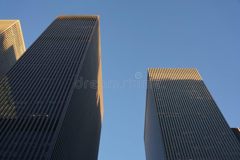 纽约,NY -美国2019年11月-在纽约从下面射击的摩天大楼大厦 库存照片