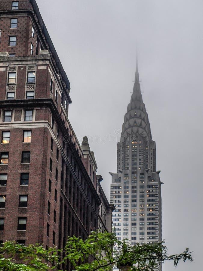 纽约-美国-克莱斯勒大厦在一雾天 免版税库存照片