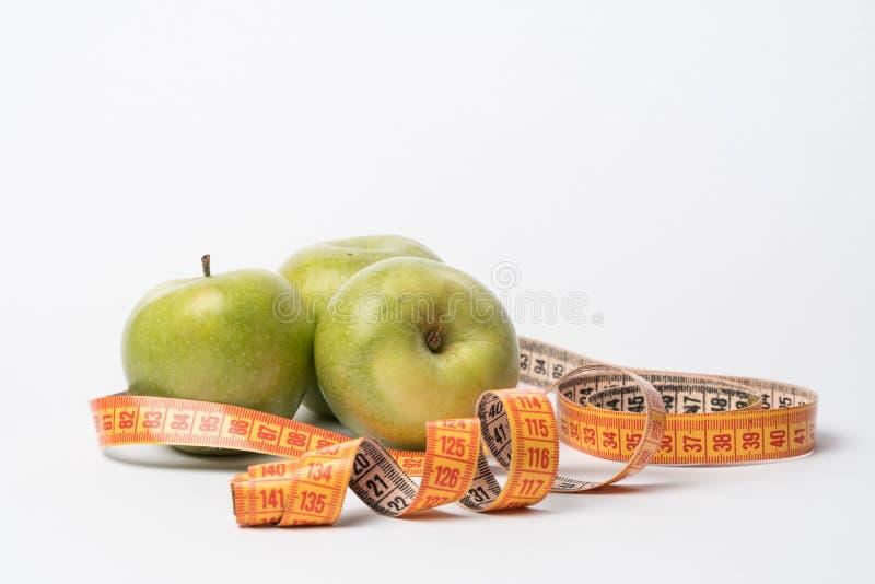 绿色苹果隔绝 饮食 饮食的产品 苹果和厘米 免版税库存图片