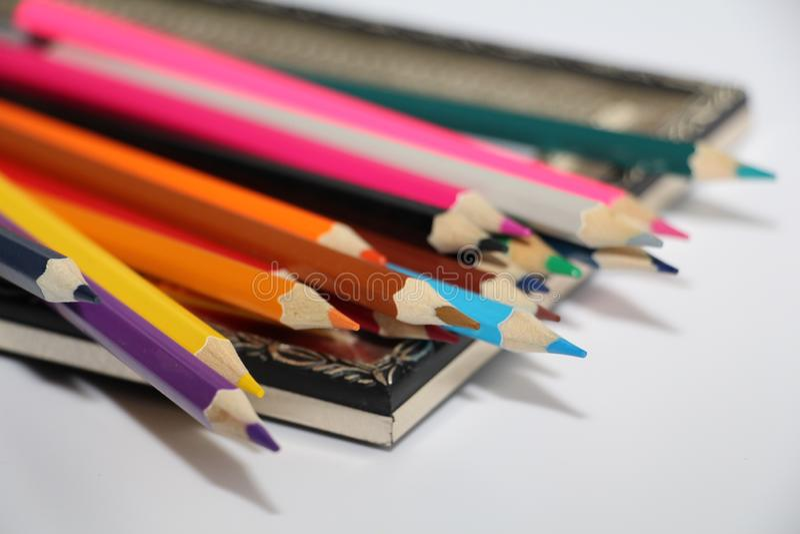 绘画和色的铅笔的葡萄酒框架在白色背景 库存图片