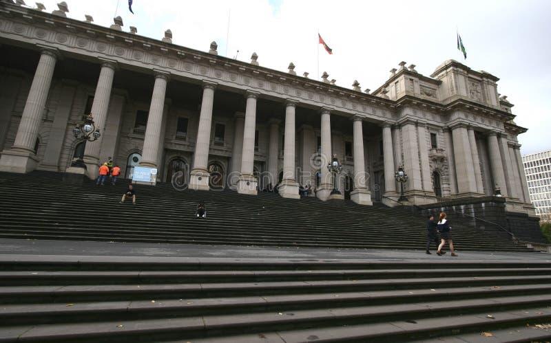 维多利亚的议会经典和历史的室外入口门面盛大台阶的在墨尔本,澳大利亚 库存照片