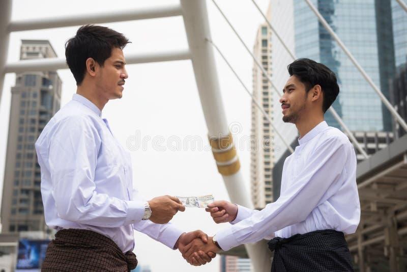缅甸商人在城市同意项目 图库摄影