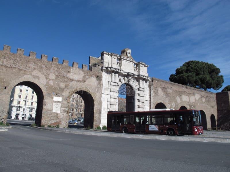罗马圣约翰门 库存图片