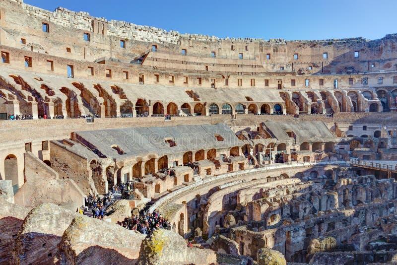 罗马,意大利- 12月29:2016年12月29日罗马斗兽场在罗马 它是被修造的最大的圆形露天剧场 库存照片