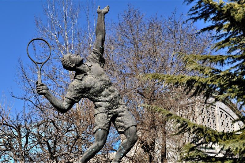 网球员雕象充分的身体北京体育大学 免版税图库摄影