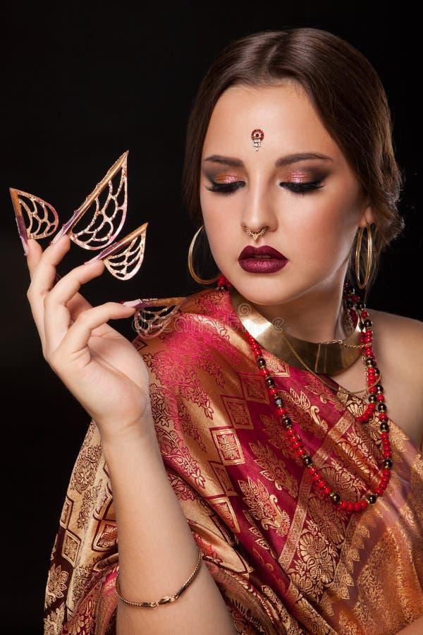 美丽的女孩印地安人纵向 年轻印度妇女模型 免版税库存图片