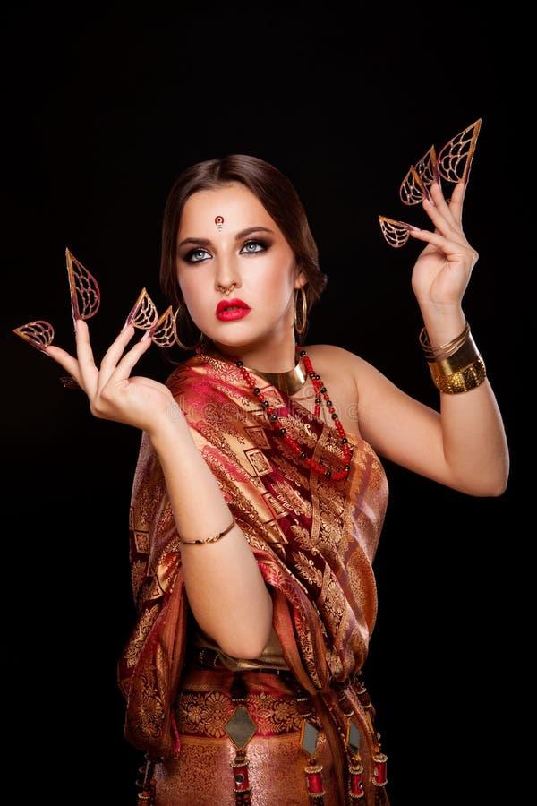 美丽的女孩印地安人纵向 年轻印度妇女模型 免版税图库摄影