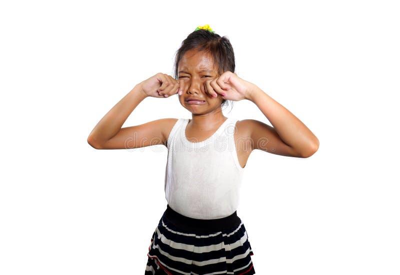 美好和逗人喜爱的女孩8或9岁画象哭泣哀伤在感觉的痛苦中不快乐和弄翻隔绝在白色背景 库存图片
