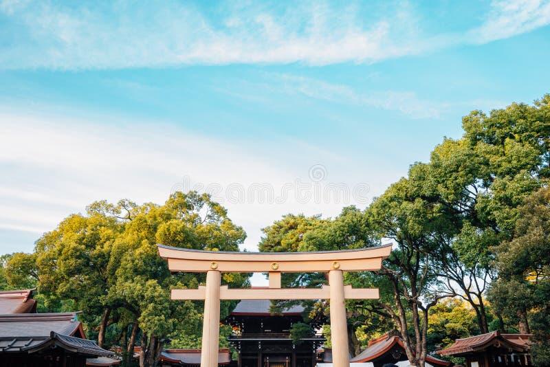 美济礁神功皇后寺庙鸟居门在东京,日本 免版税图库摄影