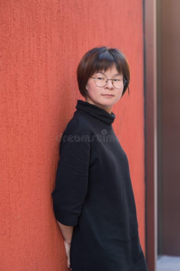 短头发亚裔女孩 库存图片