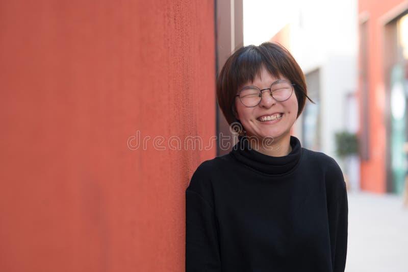 短头发亚裔女孩 免版税库存图片