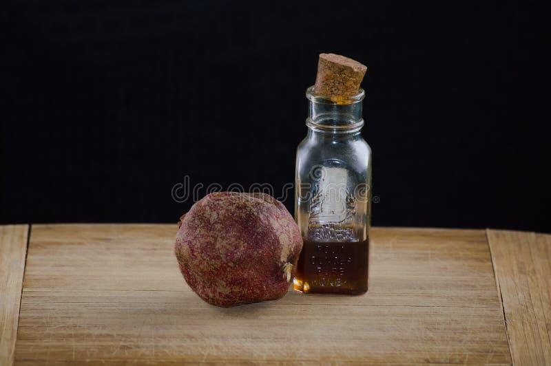 石榴和蜂蜜 免版税图库摄影