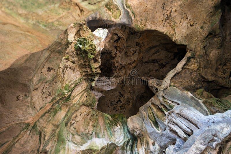 石灰石石灰岩地区常见的地形洞纹理天花板曲拱背景 免版税库存图片