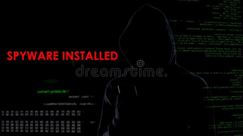 真正罪犯在智能手机安装了间谍软件,对保密性的非法攻击 图库摄影