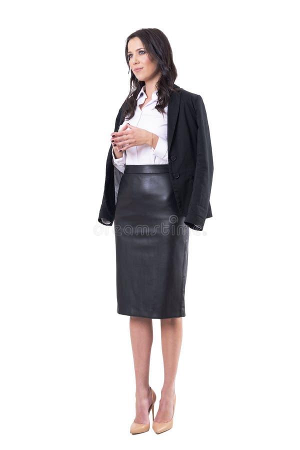 看与尖顶手姿势的成功的愉快的确信的现代女商人 库存图片