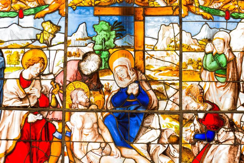 的污迹玻璃窗哀悼耶稣基督的场面做在明亮和美好的颜色 库存照片