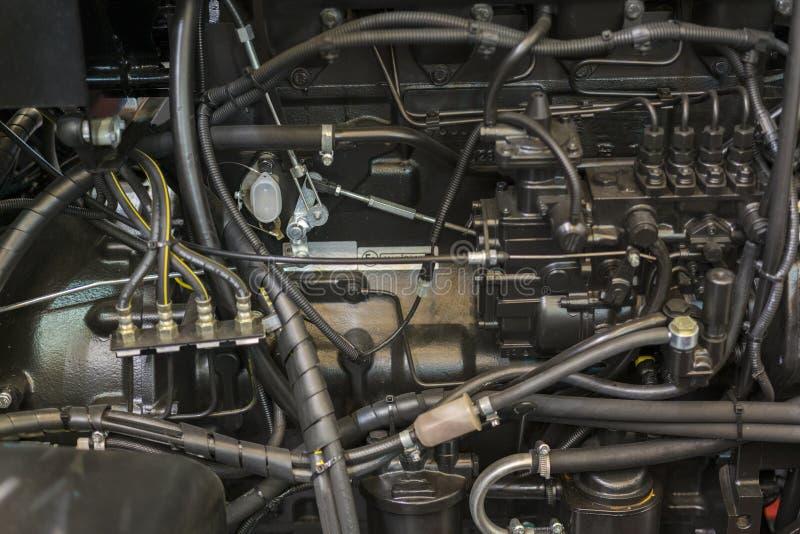 现代新的农业柴油拖拉机用内燃机 装载者或小拖拉机现代新的高科技引擎  顶视图 大新的引擎 免版税库存照片