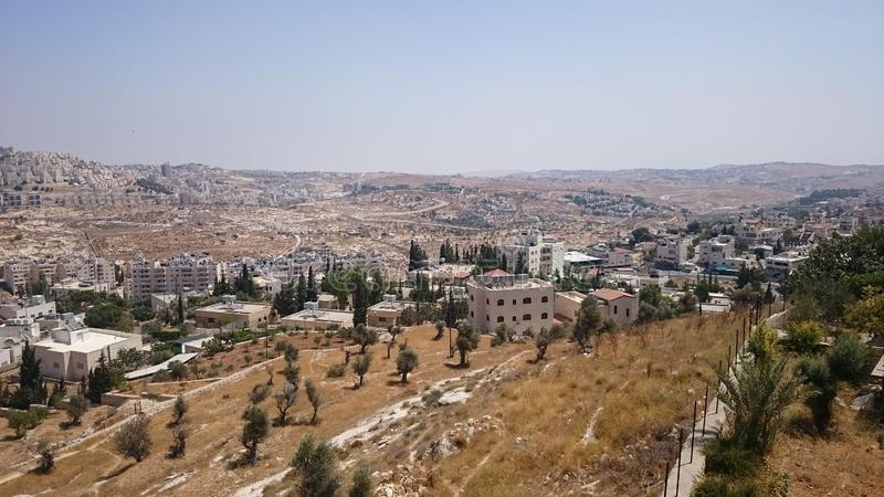 现代耶路撒冷全景 公寓和办公楼建筑学在圣洁ciity耶路撒冷 库存图片